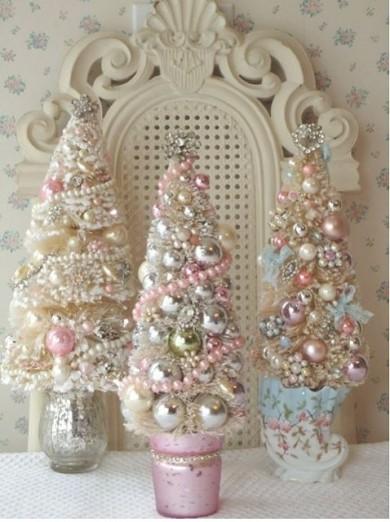 http://laurenhamptondesigns.blogspot.co.uk/2011/12/shabby-chic-christmas.html