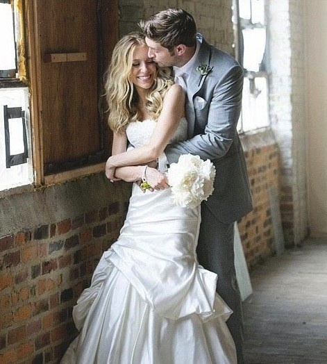http://www.thehollywoodgossip.com/2013/06/kristin-cavallari-wedding-photo-revealed/#sthash.qWA2NcRC.qjtu