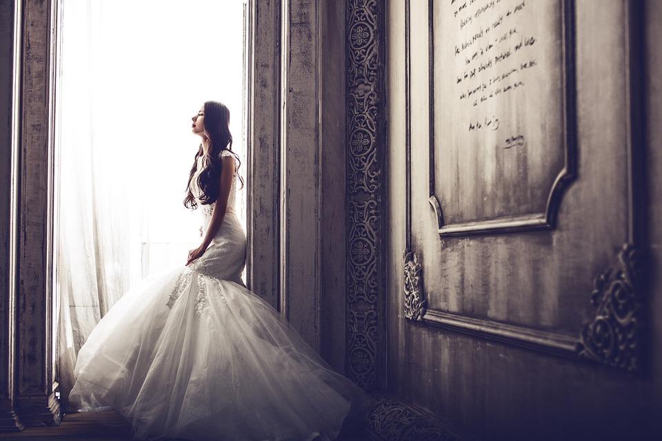 wedding-dresses-1486005_960_720