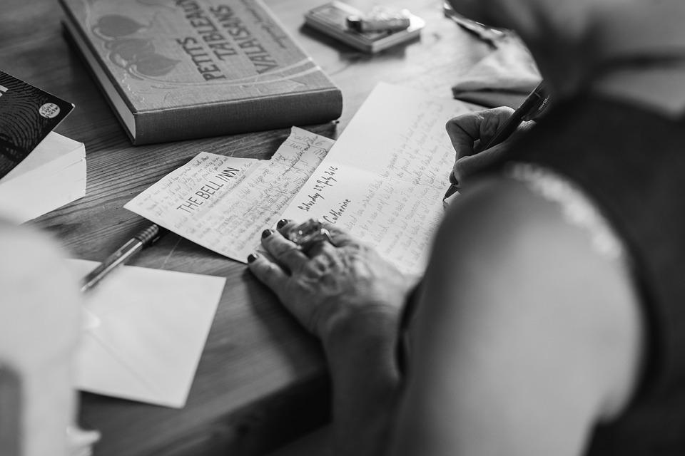 hands-writting-2110452_960_720