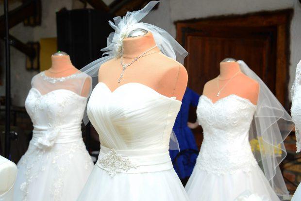 wedding-dress-1236010_1920