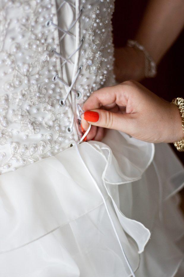 hand-tie-dress-wedding