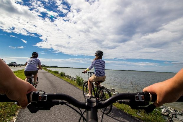 bicycle-riders-2071825_960_720
